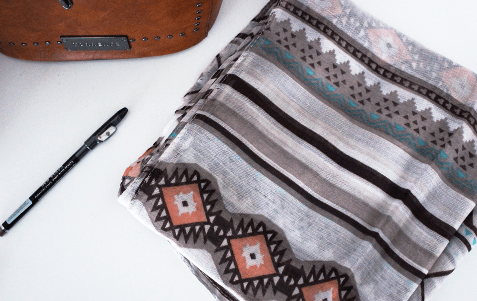 Bandit Box septembre 2017 foulard motif géométriques