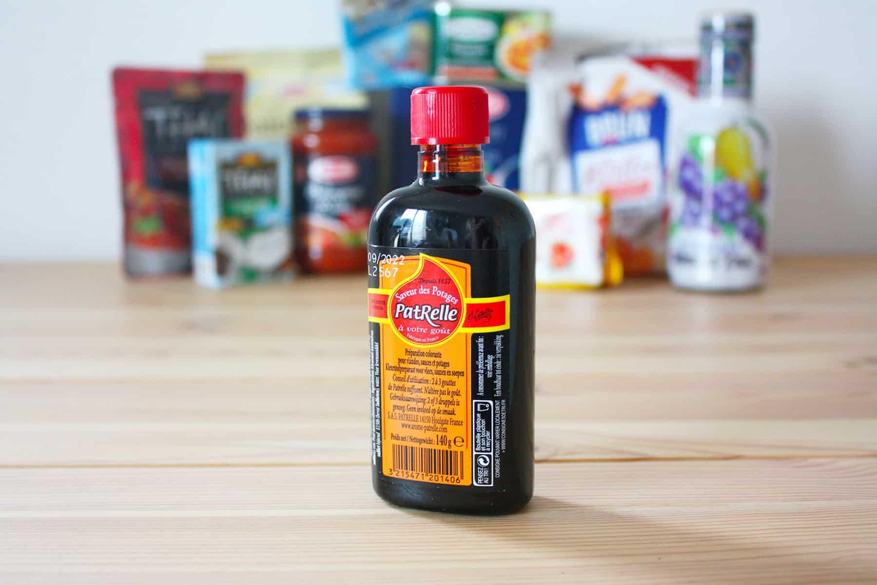Nous terminons avec une bouteille de colorant alimentaire pour potage,  viandes ou volailles grillées. Un produit que nous ne connaissions pas, ... 3dccdb2e58e3