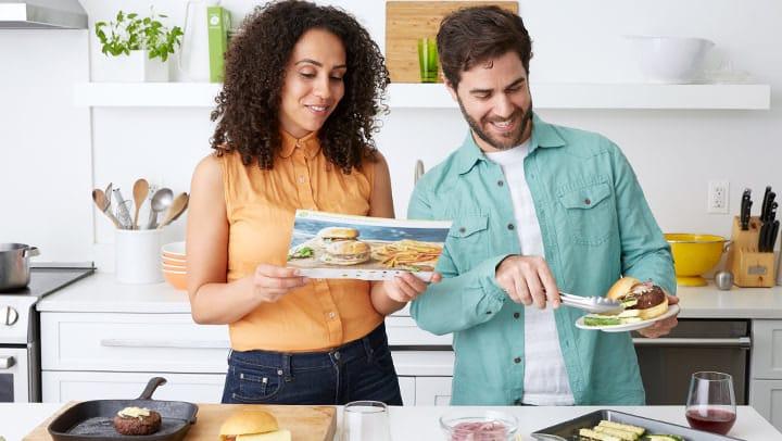 Une famille qui cuisine Hellofresh
